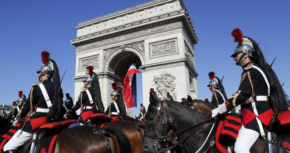 Frankreich feiert sich selbst und Trump ist dabei