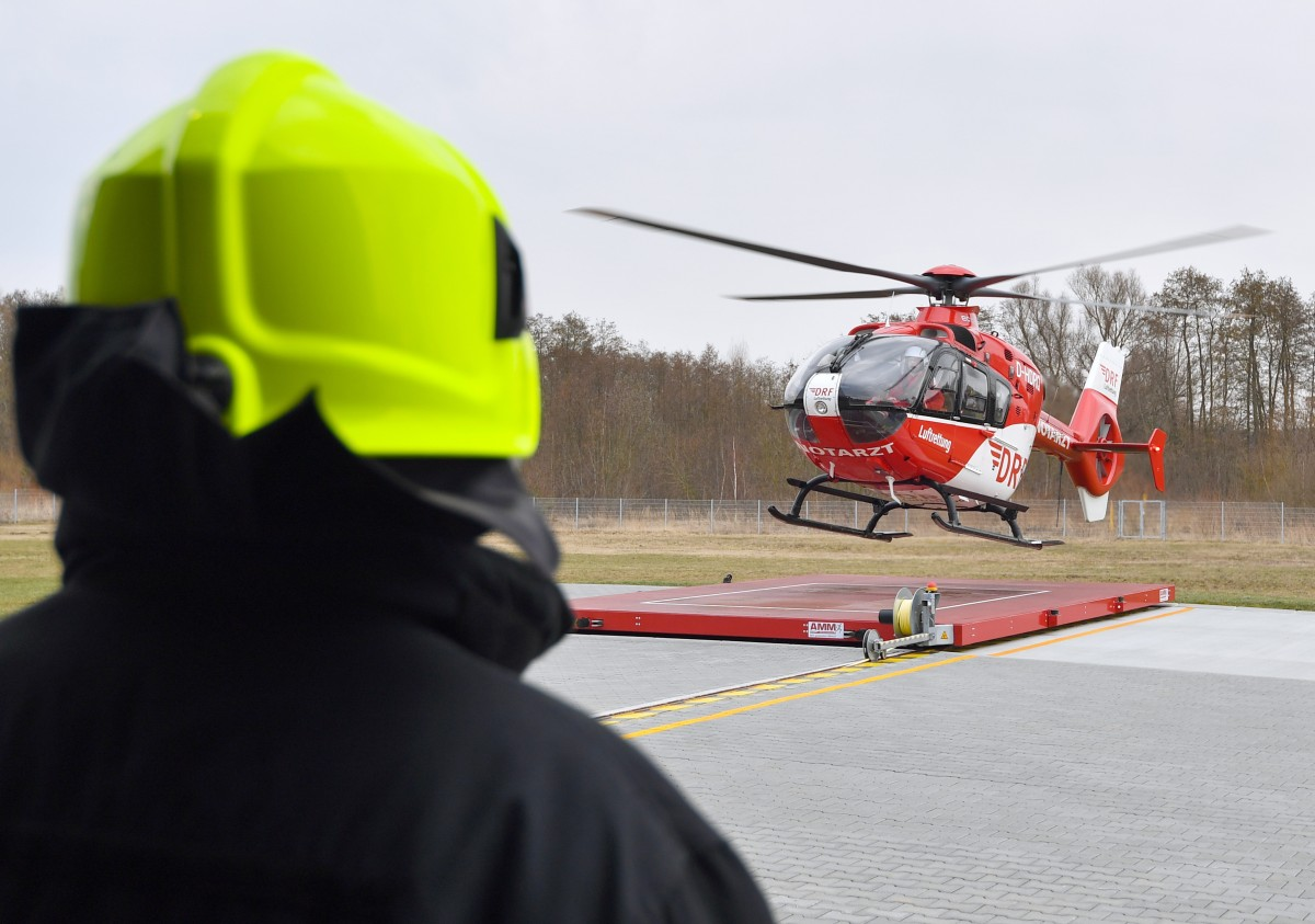 Landung gefilmt - Gaffer behindert Rettungshubschrauber