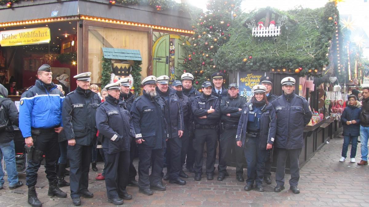 Luxemburger Polizisten auf dem Trierer Weihnachtsmarkt | Tageblatt.lu