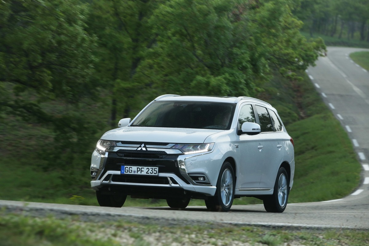 plug in hybrid mitsubishi outlander. Black Bedroom Furniture Sets. Home Design Ideas